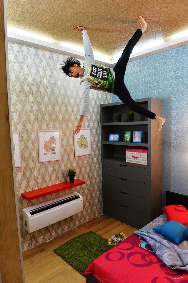 Ruang bilik tidur utama siap ada aircond Cantik bilik dia dengan hiasan kertas dinding