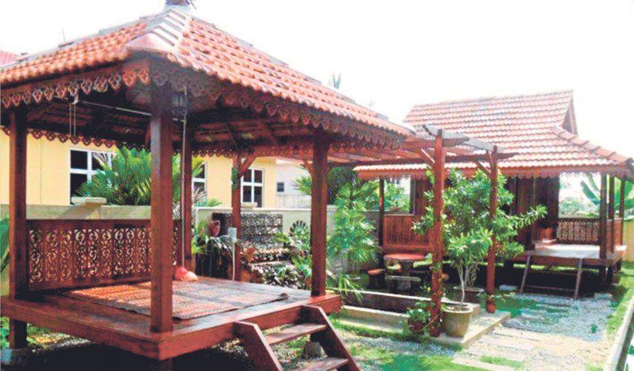 Deko Laman Rumah Kampung Bernilai Gazebo Penyeri Laman