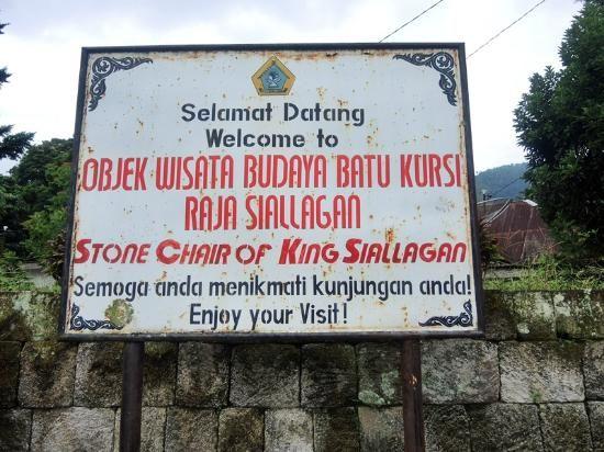 Deko Pintu Masuk Rumah Terhebat Rumah Adat Batak toba Picture Of King Siallagan S Stone Chair