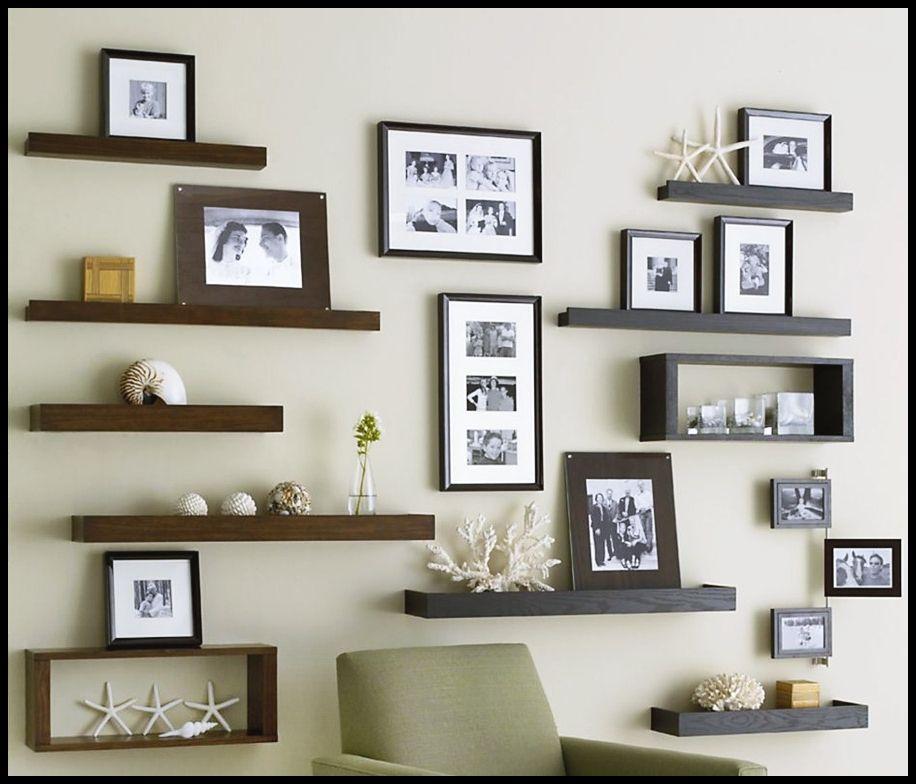 Deko Ruang Tamu Rumah Kampung Berguna Penataan Figura Foto Untuk Ruang Tamu