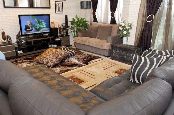 PERABOT berjenama yang diimport menghiasi ruang tamu yang sedia luas
