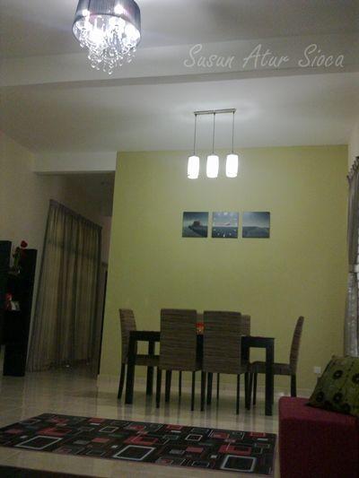 Feature wall hijau olive