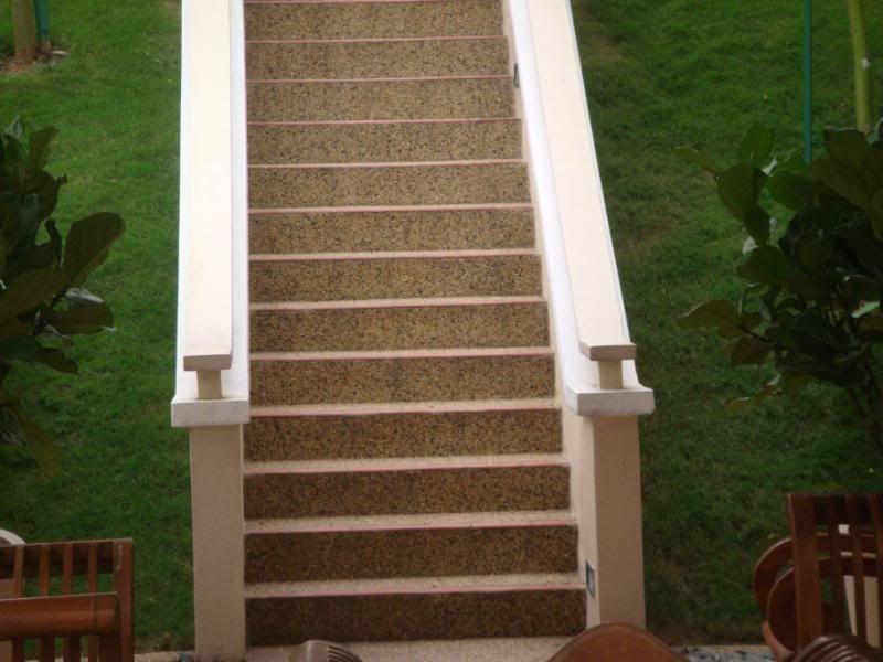 ini tangga amber hill dari parking lot nak ke bawah tak payah melalui dalam lawa tangga dia