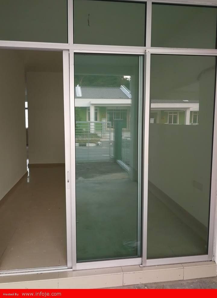 Pintu masuk ruang tamu Ruang paling utama sekali sebab ruang ni ruang nak lepak lepak and most of the time akan habis dekat sini