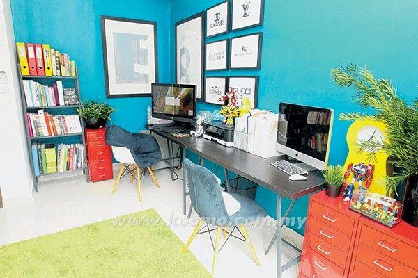 SALAH satu bilik tidur diubah suai menjadi ruang pejabat yang selesa dan moden