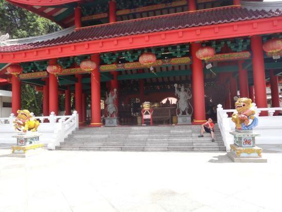 Sam Po Kong Temple Di depan kuil