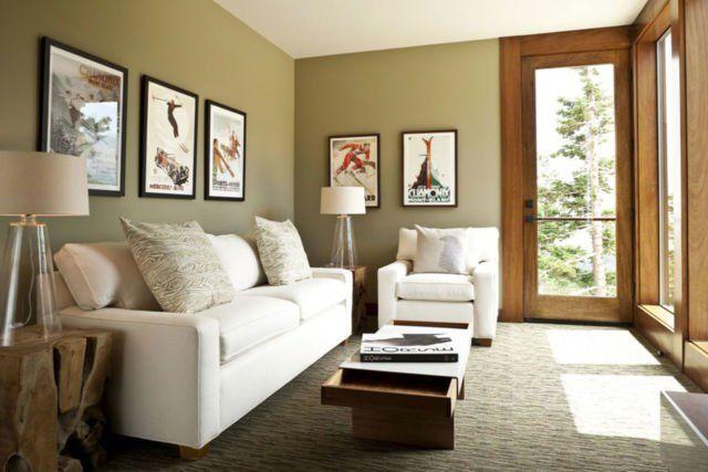 Kamu bisa gunakan sofa dengan model yang memanjang dengan pemilihan warna yang terang dan natural untuk memberikan kesan luas dan lengang pada ruang tamu