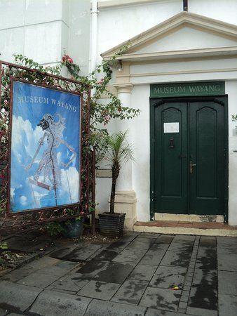 Hiasan Dalaman Hotel Penting Pintu Masuk Ke Dalam Museum Wayang Ada Hiasan Lukisan Wayang Kulit