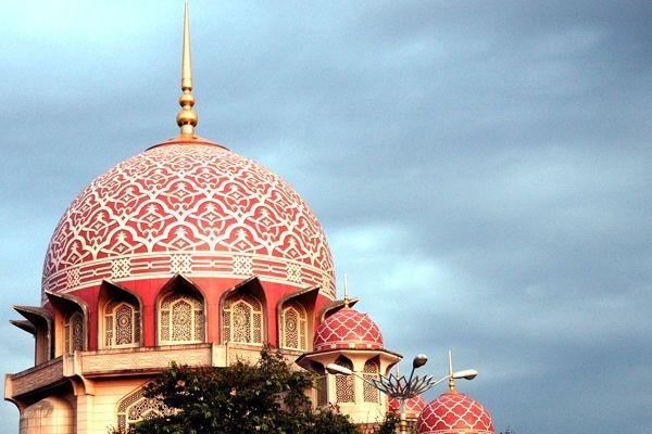Hiasan Dalaman Masjid Bernilai Masjid Putra