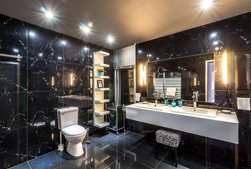 Perhatian yang teliti perlu diberi sekiranya anda mahu mewujudkan bilik mandi cantik yang berinspirasikan bilik mandi hotel Biasanya pemilik terlepas