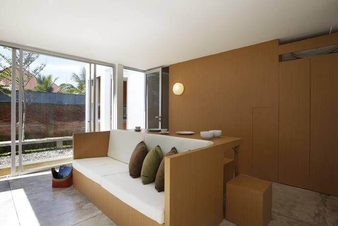 Interor mungil konsep open plan R House at Taman Laguna karya Sontang M Siregar [