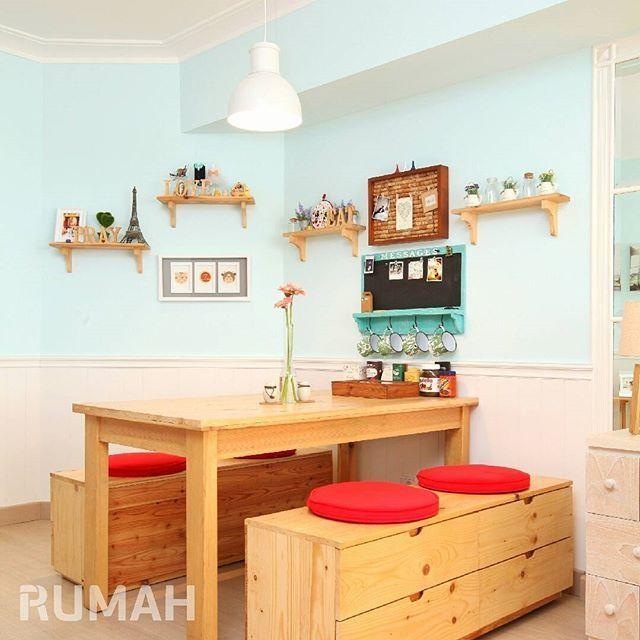 Sudut ruangan yang sempit disulap menjadi ruang makan yang cantik Pernik dekorasi di ambalan dan