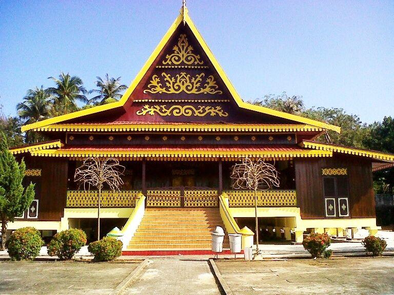 Komponen yang dimiliki oleh adat Melayu Riau terdiri dari