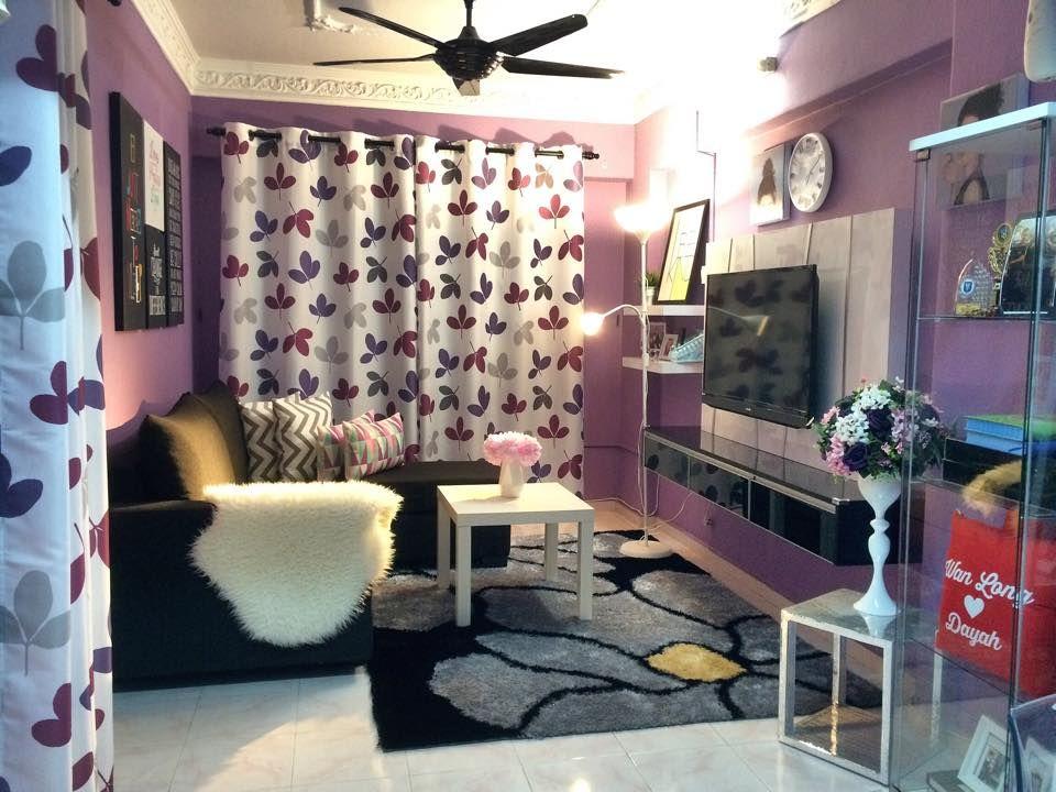 VIEW IN GALLERY Hiasan dalaman ruang tamu dengan tema ungu kabinet tv tu memang cantik