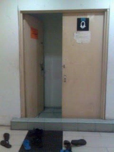 1 Tidak tutup pintu selepas masuk dan keluar dari surau Gambar hiasan