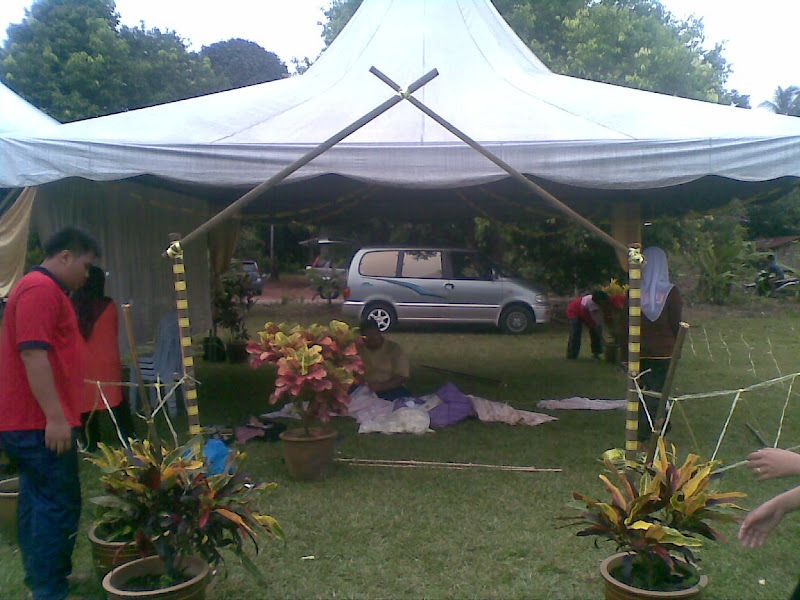 Khemah Laksamana antara khemah yang sedang giat dihias