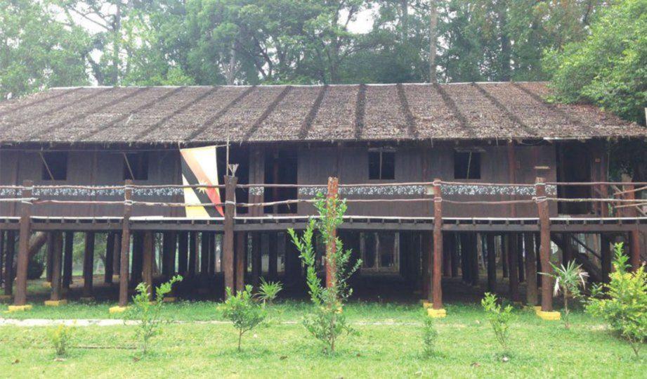 Rumah panjang identiti Sarawak