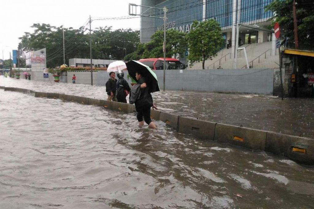 Jakarta dilanda banjir ekoran hujan lebat semalaman