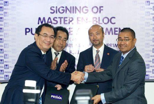 MENTERI Besar Kedah Datuk Seri Mukhriz Tun Mahathir bersama Pengerusi Projek Pe an Rakyat 1Malaysia PR1MA Tan Sri Jamaluddin Jarjis menyaksikan