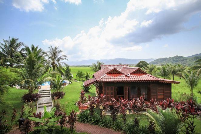 Sunset Valley terletak di tengah tengah pulau di kaki gunung tertinggi di Langkawi Gunung Raya