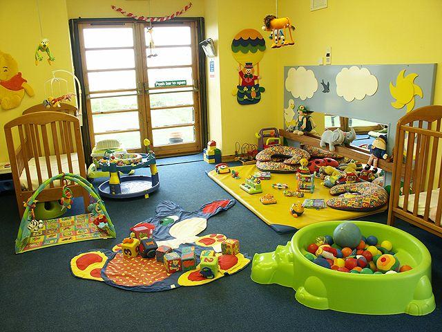 Koleksi gambar pelbagai jenis perabot dan peralatan bayi yang sesuai