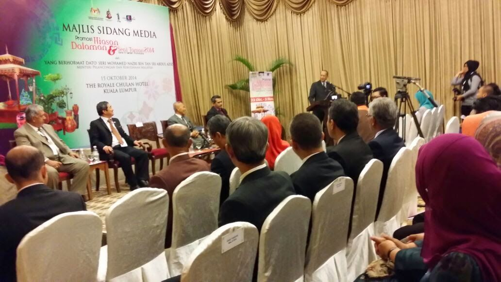 Seni Hiasan Dalaman Berguna Dari Pena Ketua Pengarah Majlis Sidang Media Promosi Hiasan Dalaman