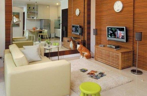 Hal lain yang dapat digunakan untuk membuat ruang tamu minimalis terlihat lebih besar yaitu dengan menaruh cermin di salah satu bagian dinding ruang tamu