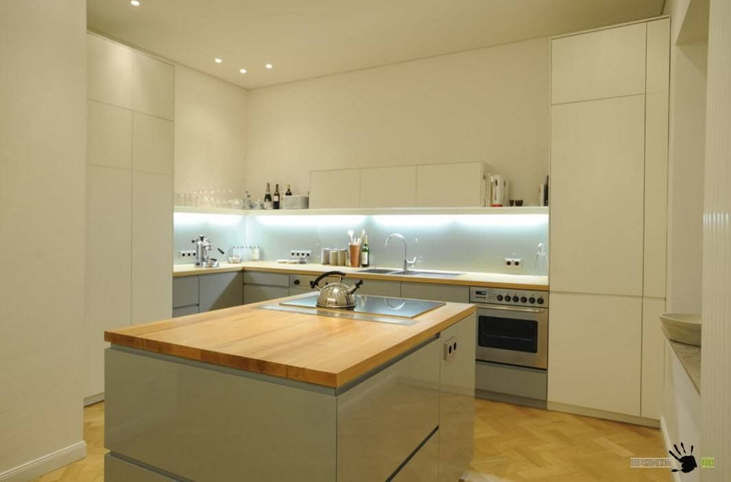 Di dalam ruang dapur kecil susun atur berbentuk L set dapur mungkin menjadi satu satunya varian susun atur perabot dan perkakas terutamanya jika