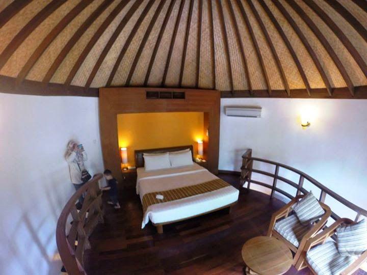 design yg menarik dlm jacuzzi beach villa ni k kat atas ni seolah2 tergantung kat tengah2 ruang tingkat bawah ada bathroom ruang tamu