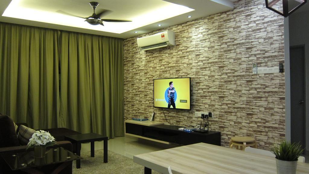 Susun atur Menarik Ruang Tamu Rumah Flat Bermanfaat Tamar Suite Putrajaya – Harga Terkini 2019