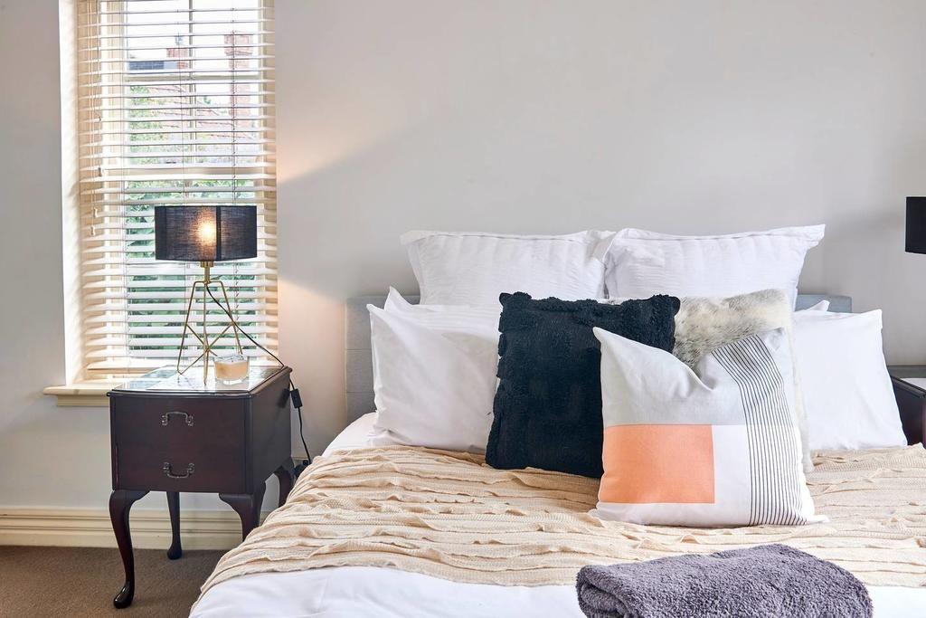 Katil atau katil katil dalam bilik di Amazing Art Deco 1 Bed Apartment