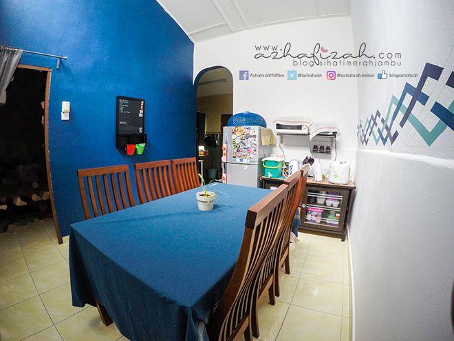 Kebetulan sinki warna biru alas meja tu memang beli warna biru sebab nak samakan dengan dinding cat warna biru tu Kebetulan juga tudung saji pun biru