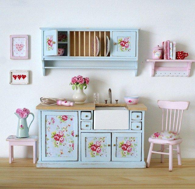 Salah satu tips mudah untuk perabot shabby chic adalah menggunakan perabot kayu dan mengecat dengan warna putih