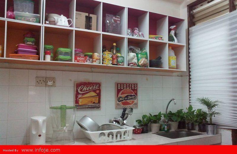 Cara Jimat Guna Rak Buku Untuk Lengkapkan Kabinet Dapur Kos Hanya