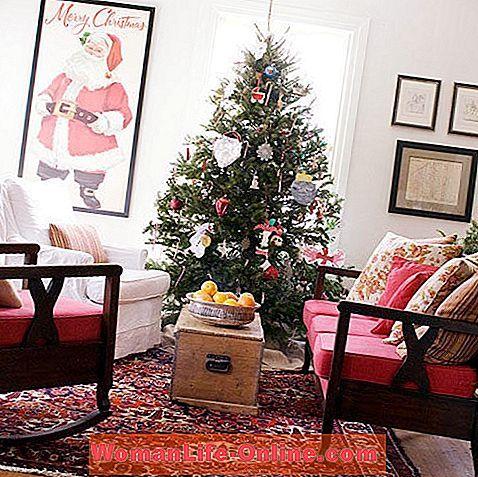 Skim warna yang cantik dan hangat dan aksen suka bermain seperti perhiasan Krismas kertas titik titik polka dan bar yang siap untuk pesta mencipta suasana