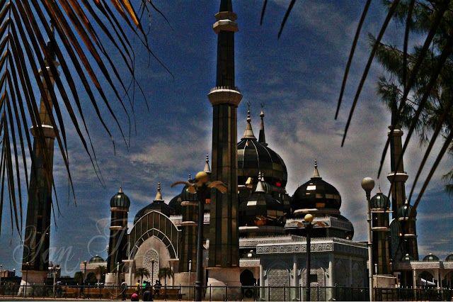 Pengembaraan kami terhenti sebentar di sekitar Masjid Kristal Ty & Mieza dan solat jamak di situ Wheeeee teruja sangat nak baq mai