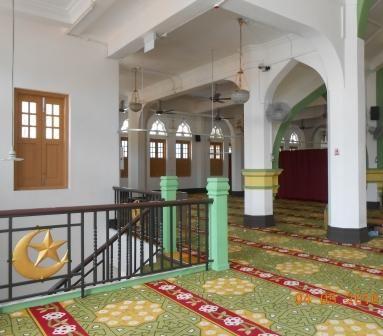 Kami singgah solat zohor di Masjid Sultan bersih dan cantik