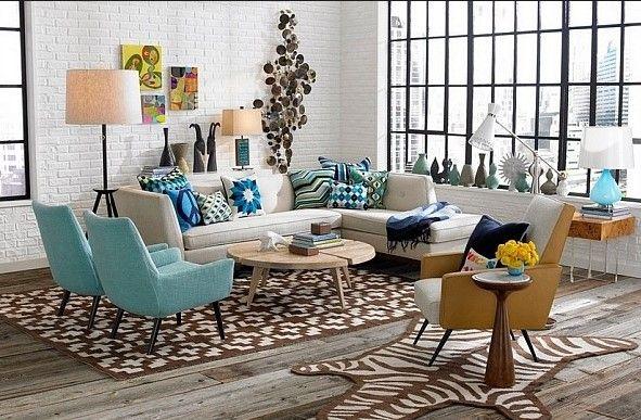 Hal selanjutnya yang dapat digunakan untuk mendesain interior ruang tamu yaitu dengan menggunakan furniture yang ukurannya tidak terlalu besar