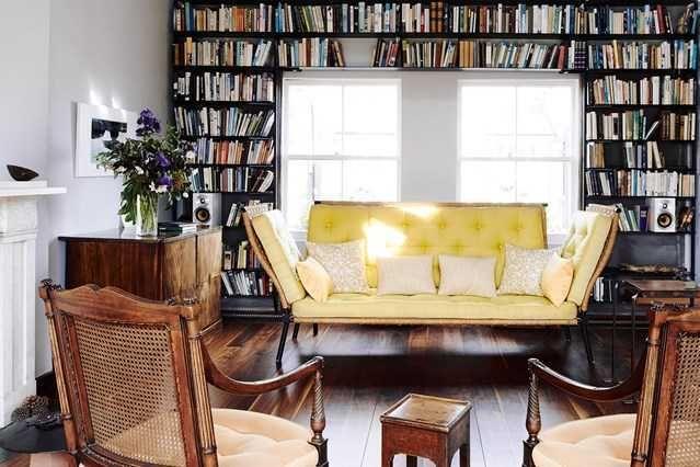 Ruang baca yang disulap layaknya perpustakaan kecil Sumber houseandgarden