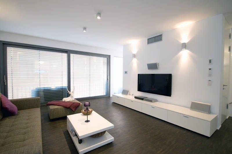 Salah satu cara untuk memberikan keperibadian apartmen dan mengubahnya adalah membuat siling regangan matte putih di dalam bilik