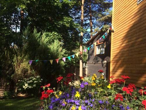 Cara Untuk Hiasan Dalaman Ruang Tamu Rumah Teres Power Guest House Vecāķi RÄ Ga – Harga Terkini 2019