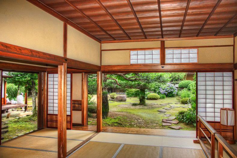 Rumah tradisional Jepun biasanya mempunyai ciri ciri seni bina dan hiasan dalaman yang unik yang dianggap salah satu bahagian penting dalam sejarah