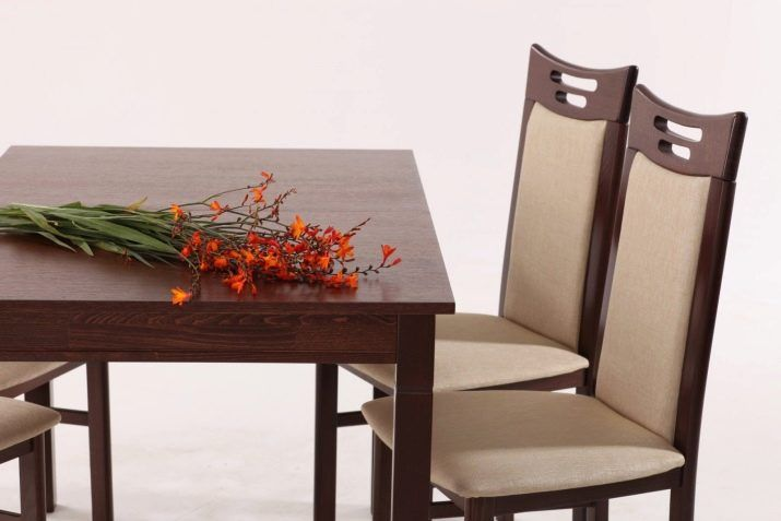 Kerusi kayu untuk dapur