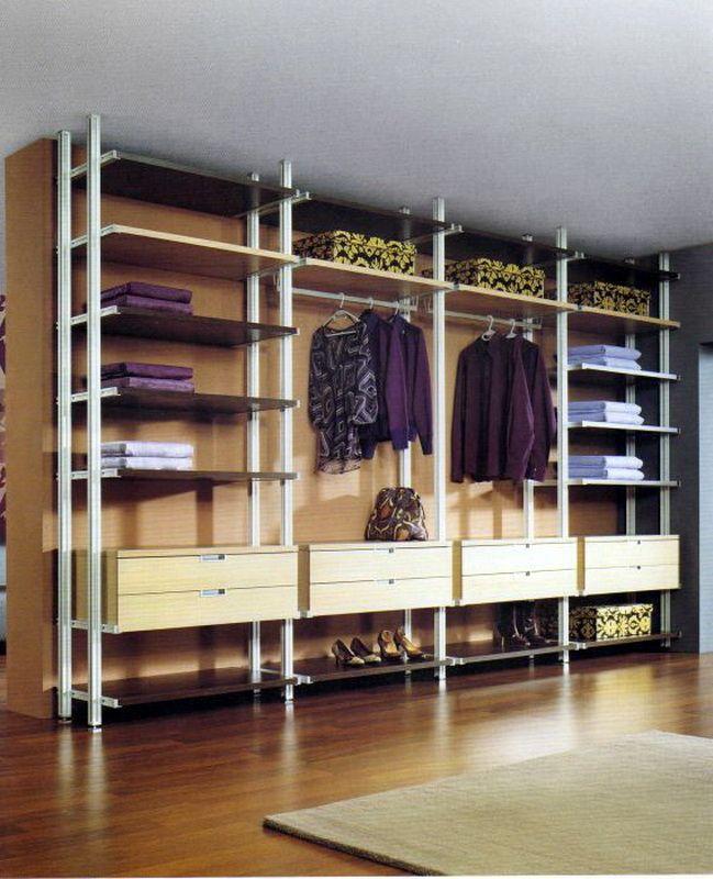 Keanehan adalah bahawa sebahagian bilik atau yang tidak digunakan dialokasikan untuk bilik persalinan seperti misalnya
