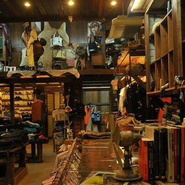 Daripada himpunan baju flannel atau pilihan jeans yang terdapat di kedai tiada kesuntukan untuk barang barang
