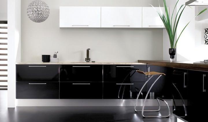 Selain itu pendekatan hitam dan putih membolehkan anda membuat reka bentuk dapur yang mudah digabungkan dengan mana mana tema dan a yang anda akan
