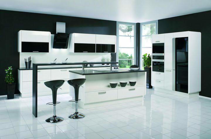 Bagaimana untuk membina dalaman dapur hitam dan putih
