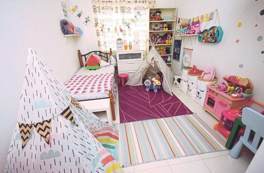 BILIK tidur anak nampak ceria dengan susunan patung berwarna warni