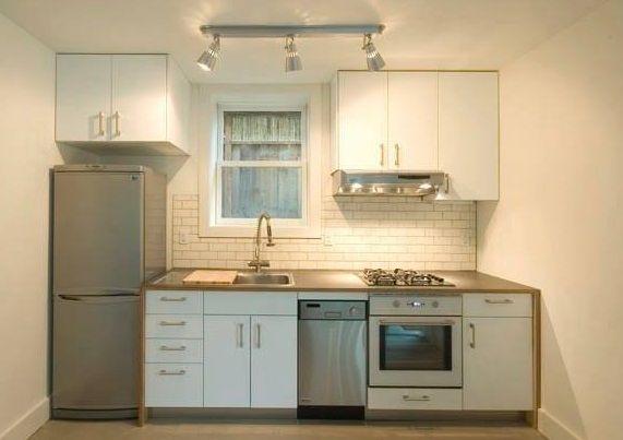 deko dapur sempit dengan pencahayaan terang