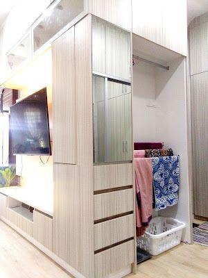 Kabinet TV bersama almari gantung di Bilik Tidur Utama